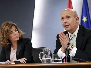 El ministre d'Educació, José Ignacio Wert, i la vicepresidenta primera, Soraya Sáenz de Santamaría, explicant, en roda de premsa, el rumb de la nova reforma educativa impulsada per l'Executiu.