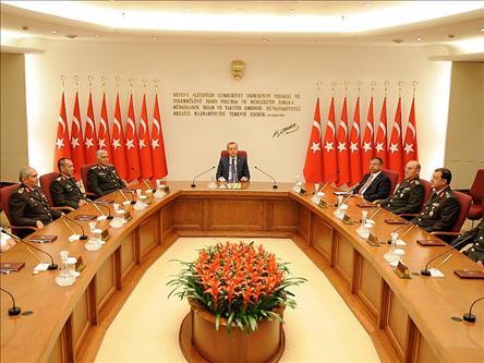 Erdogan reunit amb els ats càrrecs de l'exèrcit.