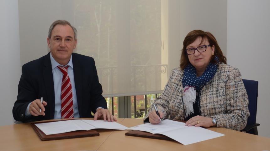 El degà de l'Il•lustre Col•legi d'Advocats de Balears, Martí Aleñar, i la presidenta de l'Associació Professional de Tècnics Tributaris de Catalunya i Balears (APTTCB), Pilar Arxé.