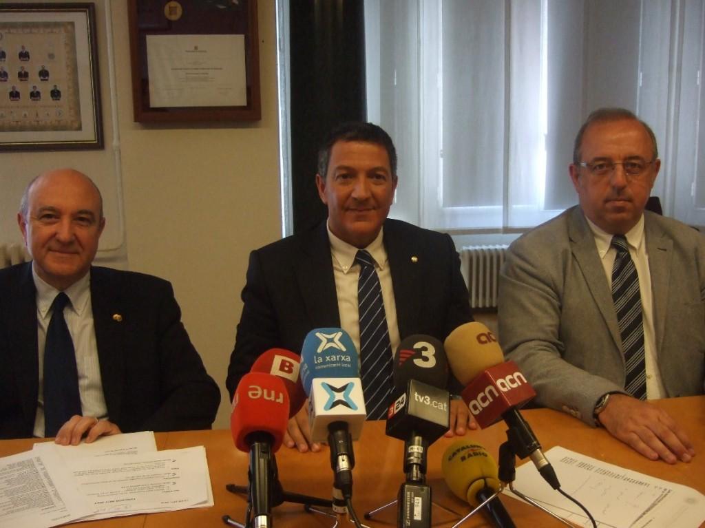 Imatge de la Roda de Premsa celebrada avui amb (d'esquerra a dreta): Miquel Rodríguez Zamora, president Comissió Torn d'Ofici del Consell; Miquel Sàmper, president Consell Advocacia Catalana i Antoni Molas, president Comissió Comunicació del Consell.