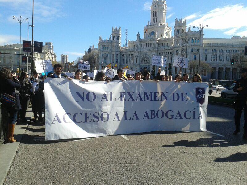 Foto 1: Instantània de la manifestació d'Advocats Sense Toga del passat dissabte 22. Font: @Abogadosintoga