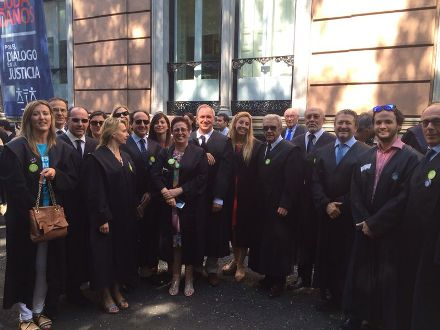 Membres de la Junta de Govern de l'Il·lustre Col·legi d'Advocats de Balears que han participat en la concentració que ha tingut lloc avui a Madrid.