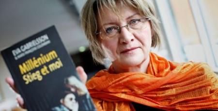 """Eva Gabrielsson al costat del seu llibre: """"Millenium, Stieg i jo""""."""