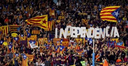 Imagen habitual de aficionados en el Camp Nou