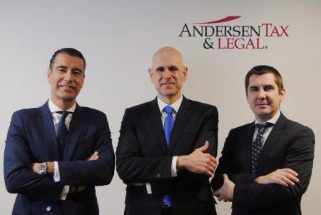 D'esq. a dreta: Álvaro Gámez, Toni de Weest Prat i José María Rebollo, socis de Andersen Tax & Legal Espanya.